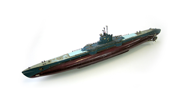 The submarine of wooden model introduced in the starting time.